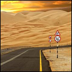 Liwa desert (keltia17) Tags: road sunset sky sign sand desert uae sable route desierto curve asfalto bitumen tar dsert liwa virage