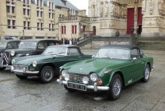 TRIUMPH TR4 A et MG B vertes (xavnco2) Tags: france green classic cars car automobile cathdrale triumph british autos amiens parvis verte voitures picardie mgb tr4 balade somme anciennes