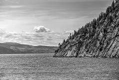 Le Saguenay - (BLEUnord) Tags: sterosedunord cap rocher nb bw saguenay rivire river saguenaylacstjean paysage landscape waterscape eau water cloudy nuageux fjord canon eos rebel t4i