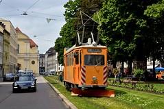 Zum Schluss kommt die Sonne raus: Fk-Wagen 2942 am Promenadeplatz (Bild: Klaus Werner) (Frederik Buchleitner) Tags: 2942 abnahmefahrt arbeitswagen fahrdrahtkontrollwagen fahrleitungskontrollwagen fkwagen munich mnchen strasenbahn streetcar tram trambahn