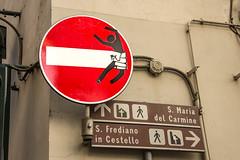 Gotcha' (Harry2010) Tags: street italy building art wall facade florence artist firenze donotenter clet
