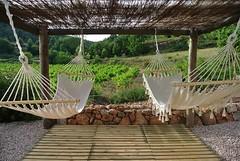 Jardn - Zona de Hamacas. (brujulea) Tags: barcelona jardin can casas spa zona con pascol rurales masia hamacas pontons brujulea
