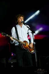 Paul McCartney with Hofner #3 (NM_Pics) Tags: munich mnchen paul beatles olympicstadium mccartney paulmccartney olympiastadion oneonone