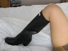 Hunters on bed (jazka74) Tags: wellies rubber boots hunter high heel bed use fun