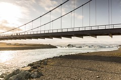 Jkulsrln bridge (Lou Rouge) Tags: bridge sunset ice architecture puente atardecer iceland islandia iceberg laguna glaciar icebergs jkulsrln glacierlagoon vatnajkull glaciallake breiamerkurjkull jkulsriver