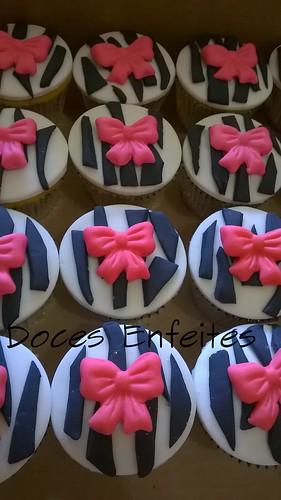Festa Maquiagem (cupcakes pink e preto)