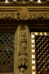 Cappenberg, Westfalen, Stiftskirche, reliquary cupboard, detail (groenling) Tags: saint stone germany de deutschland coatofarms child maria madonna mary jesus stonecarving carving nrw stein tabernacle westfalen wappen stiftskirche heilige nordrhein cappenberg reliquarycupboard sakramentsundrequienschrank