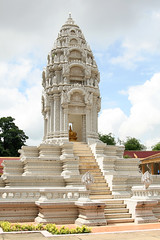 Stupa at the Royal Palace (Tuomas A. Lehtinen Photography) Tags: old building architecture canon eos asia cambodia stupa south royal palace east southeast ornate oriental tamron phnom penh 2875mm 400d