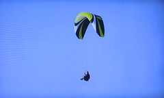 Parasailer over Torrey Pines GC (rbglasson) Tags: california golf landscape tv torreypines lajolla canons5is