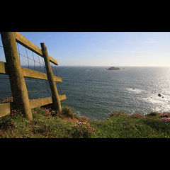 Fence Feature (Jonny Hirons) Tags: ocean sea lines wales fence coast seaside path coastline pembrokeshire atlanticocean leading solva coastpath seabreeze pembrokeshirecoastpath greenscar