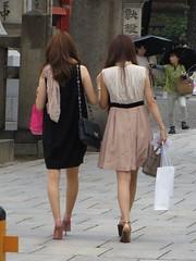 Back figure of Sleeveless Women (Ogiyoshisan) Tags: street black sexy girl beautiful beauty japan lady bag japanese back beige women arm leg longhair formal skirt snap figure  osaka rearview sleeveless