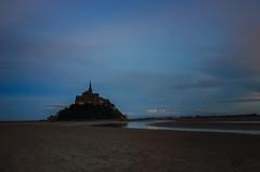 Mont Saint-Michel - Heure bleue (Christian ;-)) Tags: mer france normandie bluehour paysages montsaintmichel heurebleue traversedelabaie randonuit