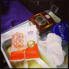ดีใจที่ขนมชื่อดัง เค็กฝอยทอง ศรีฟ้า ของกาญจนบุรี ของดังของบ้านผม มาเป็นขนมในสายการบิน Malaysia Airlines ได้ หากมองกลับไป 10 กว่าปีก่อน ธรุกิจของ ศรีฟ้าเป็นร้านเบอเกอรี่เล็กๆ ที่ ตำบลท่าเรือ อำเภอ ท่ามาะกา จ.กาญจนบุรี จาก SME เล็กๆ ปัจจุบันมีโรงงานขนาดใหญ่