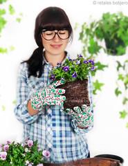 . (retales botijero) Tags: flores primavera garden guantes jardinera cuidados pensamientos jardiniere transplantes