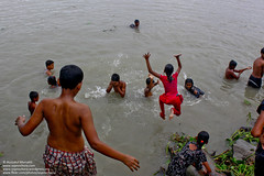 Embracing life (Sopnochora) Tags: life jump play joy bathing playingkids