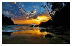 Atardecer en Manuel Antonio. (manurubio83) Tags: parque sunset sun sol beach clouds atardecer costarica waves playa manuel nubes antonio olas nacional manuelantonio parquenacional mygearandme mygearandmepremium mygearandmebronze