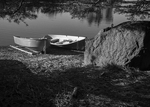 "Two boats and stone • <a style=""font-size:0.8em;"" href=""http://www.flickr.com/photos/33154184@N04/14018148893/"" target=""_blank"">View on Flickr</a>"