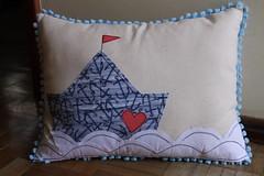Almofada Barquinho (ceciliamezzomo) Tags: boat barco handmade navy pillow sail patchwork cushion almofada nautico martimo almohada lugastal