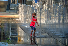 TG 16 05 28 041 (pugpop) Tags: fountain children downtown pittsburgh pennsylvania hdr 2016 massmutualpittsburghicerinkatppgplace