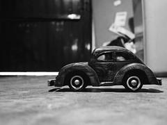 51/52 - A la manire d'Alain Laboile (Nicolas -) Tags: light shadow bw black art car contrast 35mm project dark toy noir artistic lumire garage voiture nb ombre sombre contraste week semaine jouet 52 projet artistique yvelines nicolasthomas project52