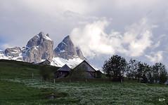 Rgle de trois .... (AnneLise Pollet) Tags: neige savoie nuage maurienne aiguillesdarves chlet