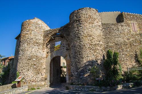 Castelnou - Porte du village