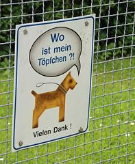Hunde kochen verboten. (universaldilletant) Tags: signs schilder sign schild hund tpfchen gnzburg vielendank unscharfesfell