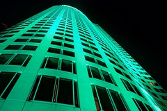 Shangri-La Hotel (Andy Burton Oz) Tags: nightphotography windows abstract color colour building green night hotel sydney australia circularquay nsw newsouthwales therocks sydneyharbour afterdark builtenvironment 2016 portjackson laserlight shangrilahotel andyburton warrane afsdxvrzoomnikkor1855mmf3556g aperture36 vividsydney festivaloflightandsound nikond7100 flickrexport412