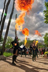 Pluie de Kerdane! (sebastchrisfran) Tags: nikon flare renaissancefestival renaissance fireeater andilly cracheurdefeu medievales niknd300 kerdane medievalesandilly feufirebreather
