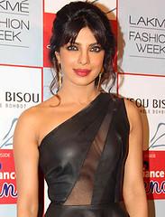 Priyanka Chopra turns glamorous cabaret dancer for Gunday! - http://www.bolegaindia.com/gossips/Priyanka_Chopra_turns_glamorous_cabaret_dancer_for_Gunday-gid-37212-gc-6.html (Devendra Sharma1) Tags: helen bollywood movies celebrities priyankachopra yashrajfilms gunday ranveersingh arjunkapoor