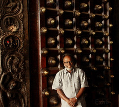 I, me, myself (Ezhil Ramalingam) Tags: door beauty temple entrance selfie woodendoor chidambaram natraj thillai