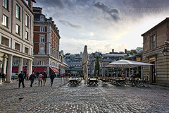 Covent Garden (Andrea Rapisarda) Tags: uk london clouds nikon 28mm streetphotography coventgarden londra d800 allrightsreserved nikon28300mm
