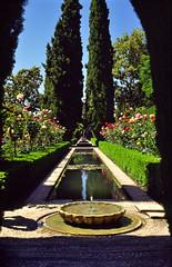 Granada, de tuinen van het Alhambra, Andalusië Spanje 1993 (wally nelemans) Tags: granada alhambra tuinen gardens andalusia spanje spain españa 1993 andalusië andalucia