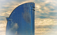 W Hotel - Barcelona (bervaz) Tags: barcelona espaa clouds sony nubes catalua 135mm carlzeiss carlzeisssonnart sal135f18z sony135mmf18 135mmf18za sonnart135mmf18za slta99v carlzeisssonnart135mmf18telephotolens