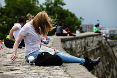 Beograd (JoHeyFotografie) Tags: summer people urban woman storm wall skyline bag buch lesen reading book cosmopolitan sitting leute sommer serbia kaffee windy jeans blond blonde belgrade frau grad defensive fortress freizeit beograd stari mauer belgrad festung sturm sitzen coffeetogo tasche kalemegdan 2016 blackboots windig serbien  kosmopolit