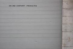 Freihalten (-Photloos-) Tags: urban canon 50mm grey stuttgart details minimal minimalism 0711 minimalistic 6d urbandetail detailshots withcanonyoucan