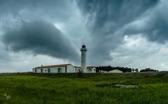 L'orage arrive sur le phare des corbeaux (TitouanB) Tags: lighthouse france nature clouds landscape nikon nuage paysage tamron phare orage vende iledyeu nikond7000