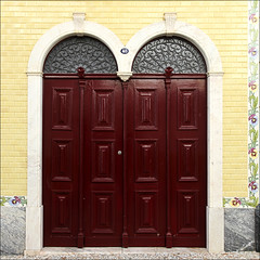 Puerta de Vila Viçosa (John LaMotte) Tags: puerta porta door portugal infinitexposure alentejo vilaviçosa ilustrarportugal