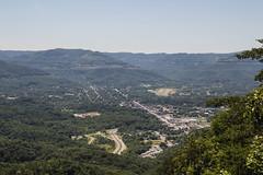Middlesboro Kentucky (Larry Senalik) Tags: county city canon town bell kentucky crater creator dslr overlook pinnacle meteorite t3i 2016 middlesboro