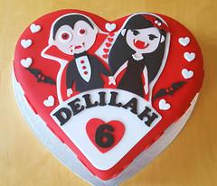 Vampires in Love (adrianarosati) Tags: red black cake hearts heart vampires cakedecoration cakedesign adrianarosati redve