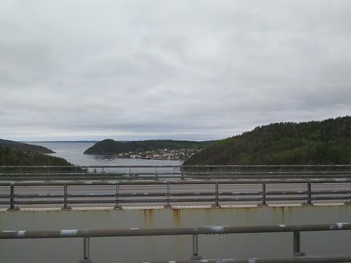 Buss kör över nya Svinesundsbron på gränsen mellan Sverige och Norge 2016