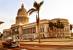 Capitolio (La Habana) (Harry Szpilmann) Tags: lahabana capitolio classic vintage black car urban streetphotography people lahavane cuba cuban arquitectura