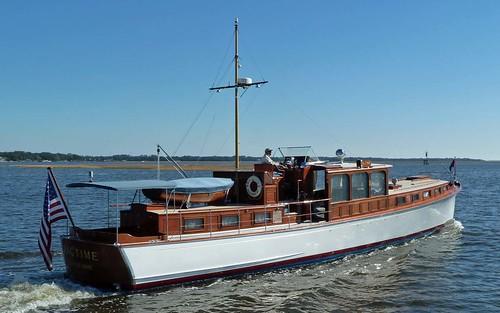 wood classic wooden yacht commuter motoryacht