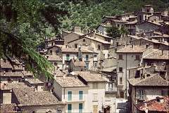 scanno (heavenuphere) Tags: park old houses windows italy parco mountain mountains outdoors ancient europe italia village centre medieval historic hills national shutters range gi abruzzo laquila apennine nazionale apennines scanno 1750mm parconazionaledabruzzolazioemolise