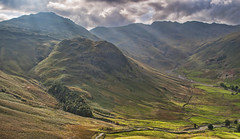 Crinkle Crags (Robert McEwen) Tags: light mountains landscape lakedistrict valley cumbria rays beams lakedistrictnationalpark greatlangdale crinklecrags