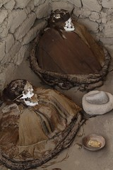 (marcwiz2012) Tags: peru southamerica cemetery graveyard skeleton desert traditional mummy traditionaldress nazca