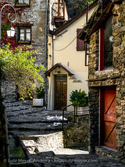 Andorra living: Engordany, Andorra city (lutzmeyer) Tags: pictures door old november winter history rural sunrise photography puerta europe novembre photos pics alt centre center images noviembre oldhouse fotos porta invierno below baixa 90mm sonnenaufgang unten tür andorra antic oldhouses bilder imagen pyrenees iberia pirineos pirineus iberianpeninsula vell landleben pyrenäen antik historisch imatges hivern rurallife alteshaus viertel altehäuser engordany historiccentre ortsteil iberischehalbinsel historischeszentrum sortidadelsol stadtgebiet mfmediumformat livingrural parroquiaescaldesengordany andorracity camidelafont ländlichesleben lutzmeyer lutzlutzmeyercom