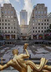 New York City (Edi Bhler) Tags: newyorkcity sky newyork building clouds facade perspective himmel wolken skulptur structure highrise bauwerk gebude perspektive fassade hochhaus vereinigtestaaten 1424mmf28 nikond3s rockefellercenternewyorklm