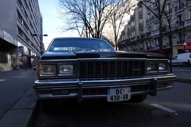 classic chevrolet caprice {vision}:{sunset}=0624 {vision}:{outdoor}=0954 {vision}:{sky}=0692 {vision}:{car}=0835