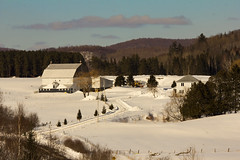 In the country # À la campagne (Chizuka2010) Tags: winter snow barn rural fence countryside farm hiver farmland québec neige pastoral campagne ferme grange bucolic bucolique farmbuildings ruralscene ruralité québecrural fencephotography ruralquébec fencefriday